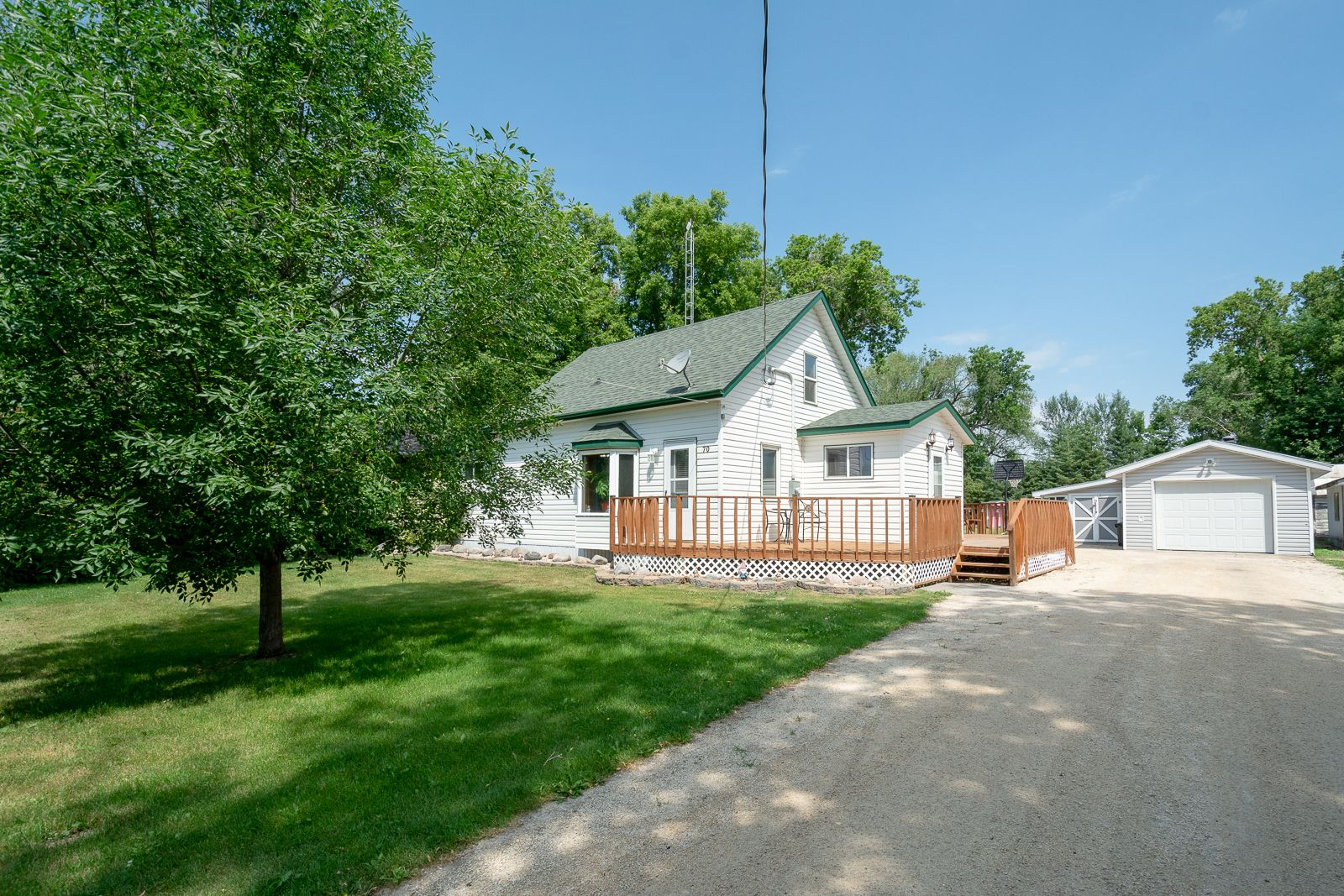 Main Photo: 70 Campbell Ave in High Bluff: House for sale : MLS®# 202116986