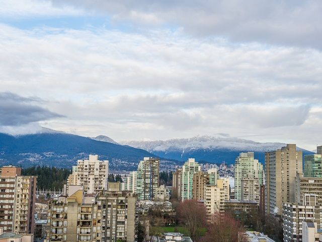 """Main Photo: 1805 1725 PENDRELL Street in Vancouver: West End VW Condo for sale in """"STRATFORD PLACE"""" (Vancouver West)  : MLS®# R2030894"""