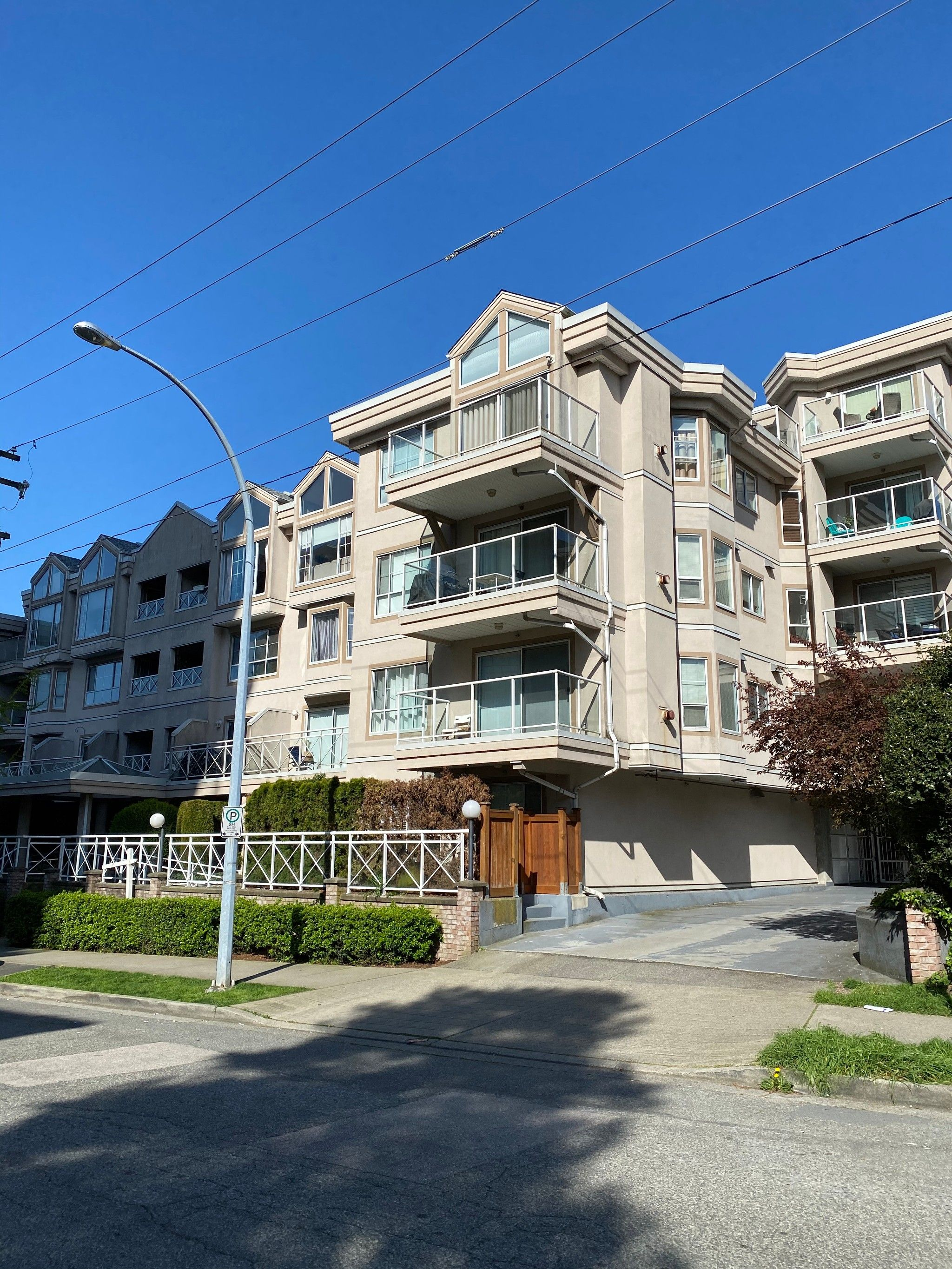 Main Photo: 310 525 Agnes Street in New Westminster: Downtown NW Condo for sale : MLS®# R2557859