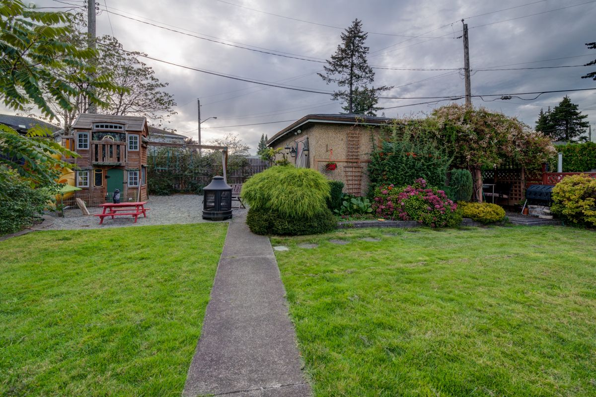 "Photo 36: Photos: 933 LAUREL Street in New Westminster: The Heights NW House for sale in ""The Heights"" : MLS®# R2308868"