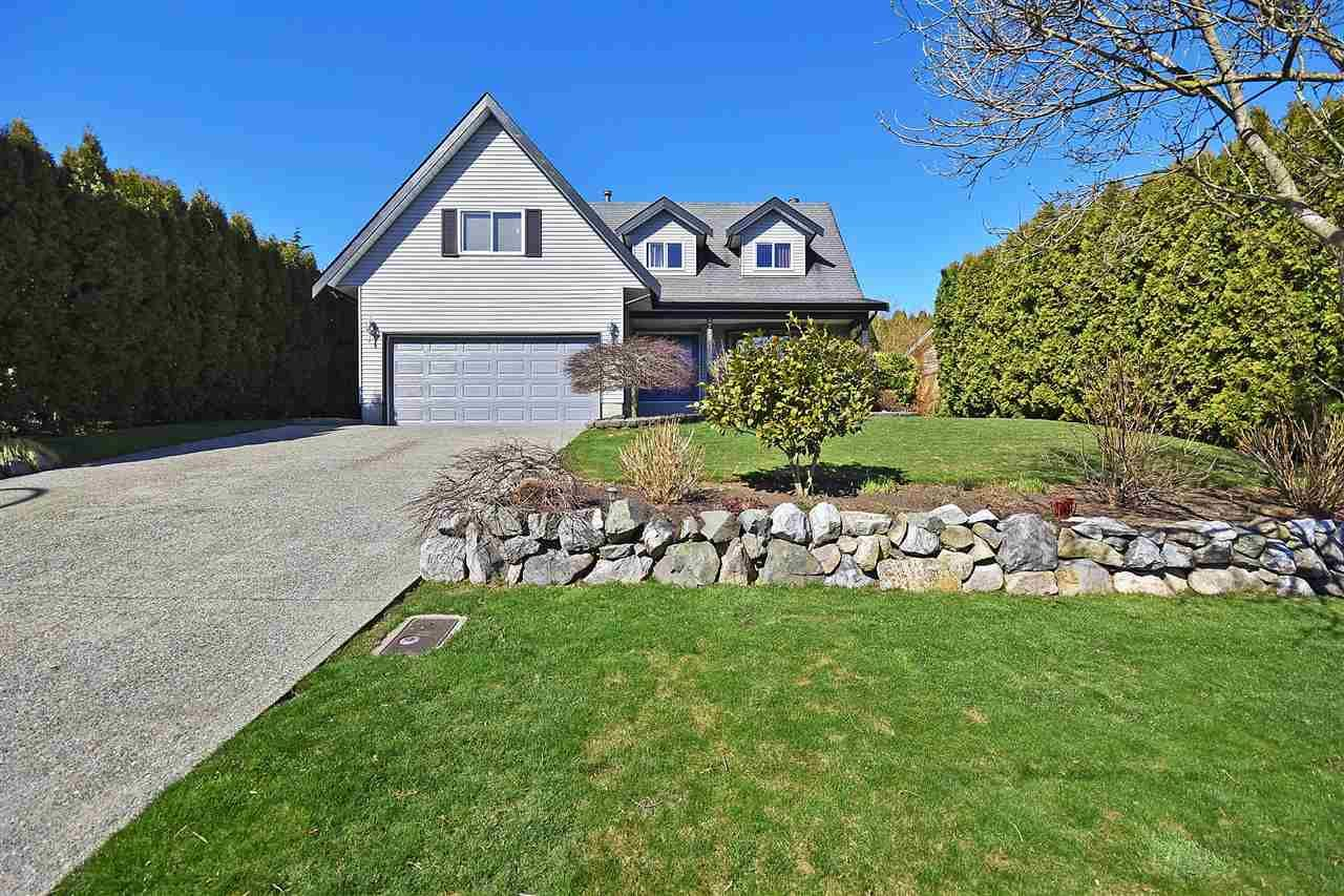 Main Photo: 3727 HARWOOD Crescent in Abbotsford: Central Abbotsford House for sale : MLS®# R2445037