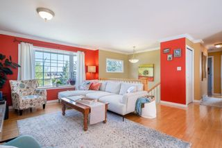 Photo 4: 2247 CAPE HORN Avenue in Coquitlam: Cape Horn House for sale : MLS®# R2569259