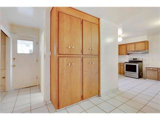 Photo 13: 6444 LAURENTIAN Way SW in Calgary: North Glenmore Park House for sale : MLS®# C4047532