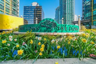 """Photo 3: 2109 1331 ALBERNI Street in Vancouver: West End VW Condo for sale in """"The Lions"""" (Vancouver West)  : MLS®# R2625377"""
