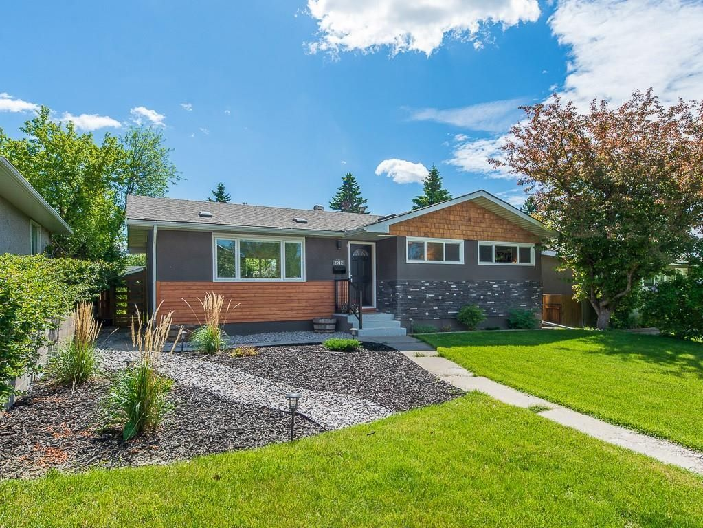 Main Photo: 2012 CROCUS Road NW in Calgary: Charleswood Detached for sale : MLS®# C4253746