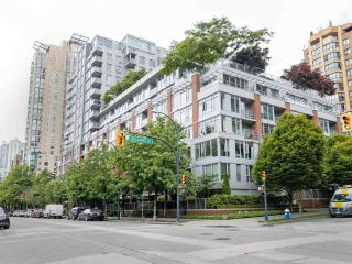 """Photo 2: 901 1133 HOMER Street in Vancouver: Yaletown Condo for sale in """"H&H"""" (Vancouver West)  : MLS®# R2470205"""