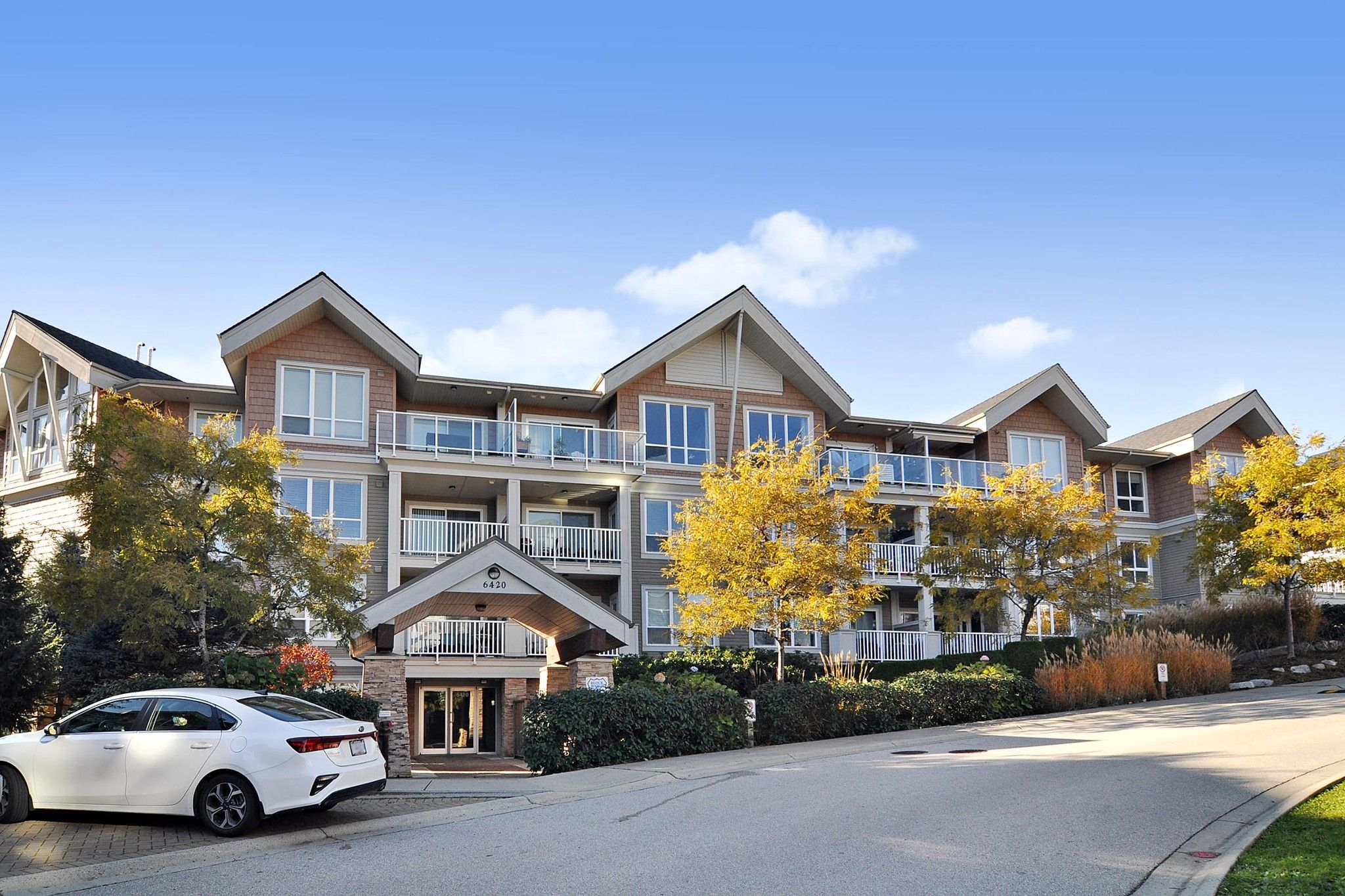 "Main Photo: 103 6420 194 Street in Surrey: Cloverdale BC Condo for sale in ""WATERSTONE"" (Cloverdale)  : MLS®# R2508915"