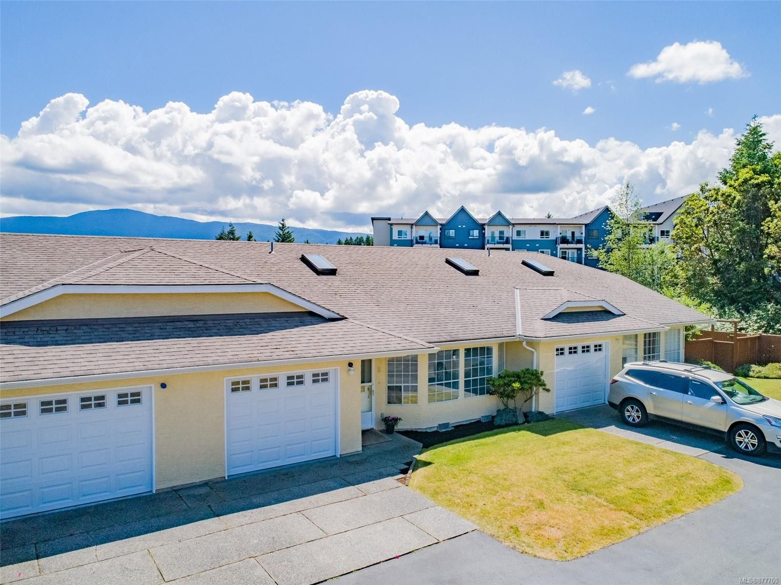 Main Photo: 8 4750 Uplands Dr in : Na Uplands Row/Townhouse for sale (Nanaimo)  : MLS®# 877760