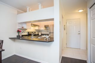 """Photo 5: 411 3638 W BROADWAY in Vancouver: Kitsilano Condo for sale in """"CORAL COURT"""" (Vancouver West)  : MLS®# R2461074"""