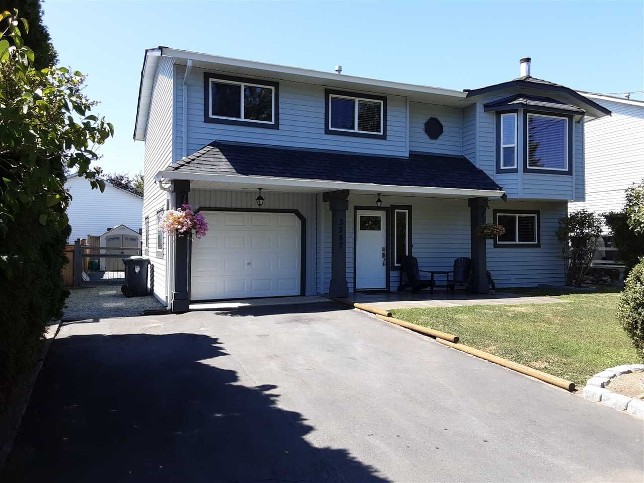 Main Photo: 3287 274 Street in Langley: Aldergrove Langley House for sale : MLS®# R2484329