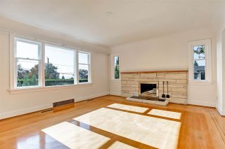 Photo 3: 194 W QUEENS Road in North Vancouver: Upper Lonsdale House for sale : MLS®# R2318031