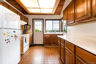 Photo 2: 3735 Doncaster Dr in VICTORIA: SE Cedar Hill House for sale (Saanich East)  : MLS®# 790938