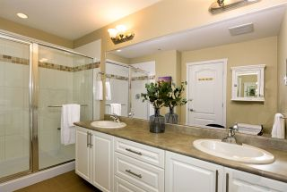 """Photo 15: 213 2627 SHAUGHNESSY Street in Port Coquitlam: Central Pt Coquitlam Condo for sale in """"VILLAGIO"""" : MLS®# R2399520"""