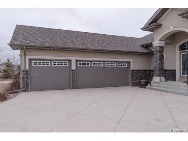 Photo 3: Photos:  in ESTPAUL: Birdshill Area Residential for sale (North East Winnipeg)  : MLS®# 1409442