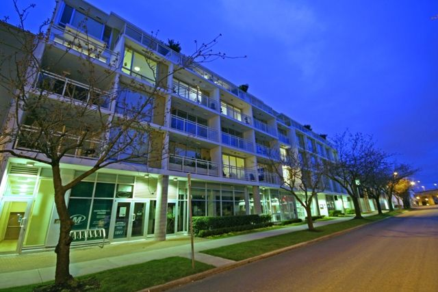 """Main Photo: 207 1635 W 3RD Avenue in Vancouver: False Creek Condo for sale in """"LUMEN"""" (Vancouver West)  : MLS®# V999282"""