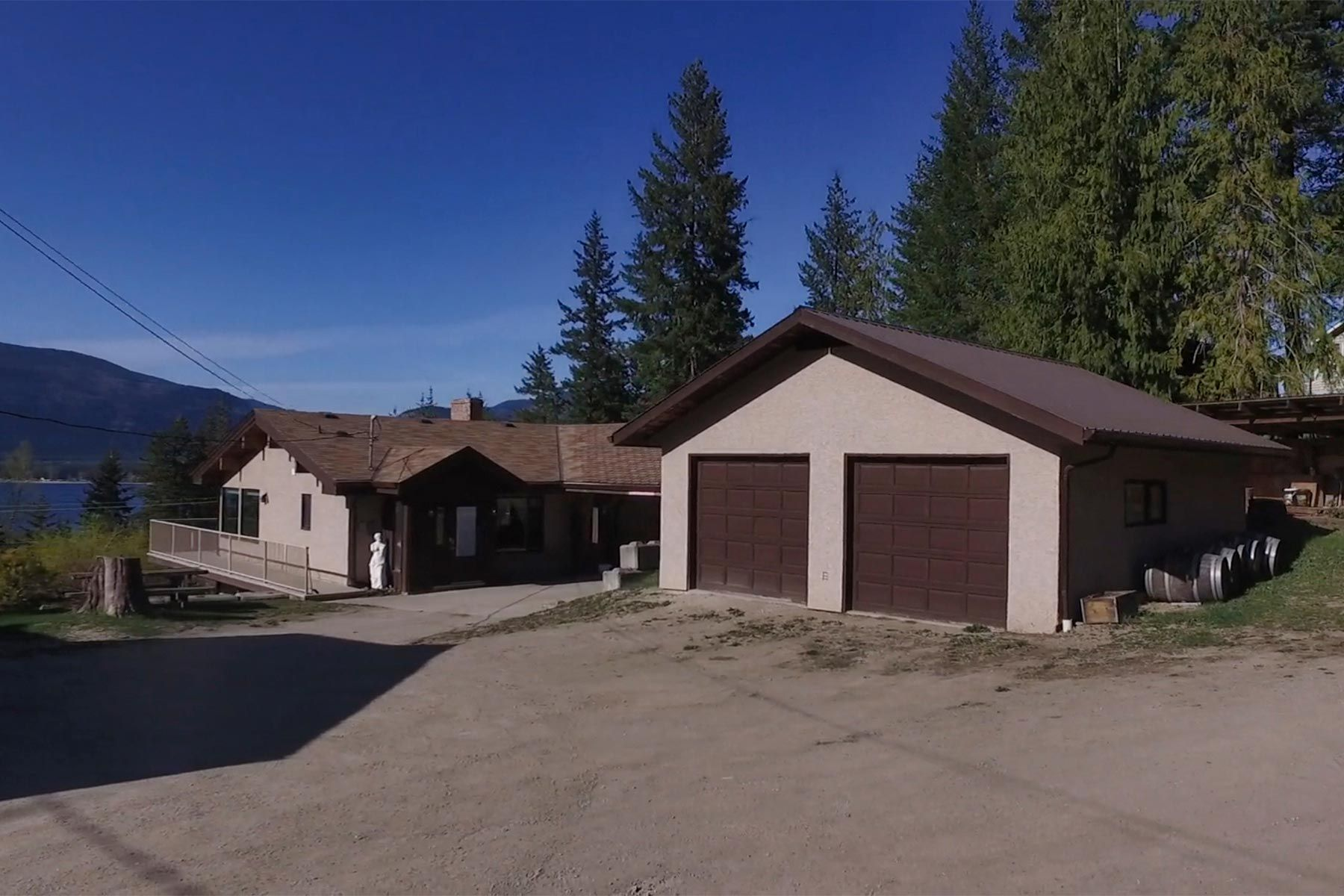 Photo 10: Photos: 1350 Trans Canada Highway in Sorrento: House for sale : MLS®# 10225818