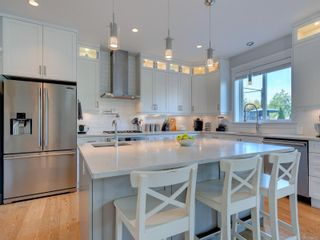 Photo 2: 3634 Coleman Pl in : Co Latoria House for sale (Colwood)  : MLS®# 885910