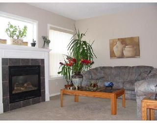 Photo 4:  in CALGARY: Millrise Townhouse for sale (Calgary)  : MLS®# C3342552