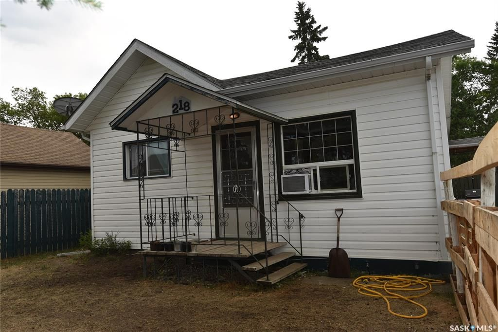 Main Photo: 218 4A Street East in Nipawin: Residential for sale : MLS®# SK865483