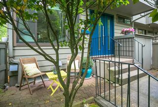 """Photo 2: 4784 LAURELWOOD Place in Burnaby: Greentree Village Townhouse for sale in """"GREENTREE VILLAGE"""" (Burnaby South)  : MLS®# R2375023"""