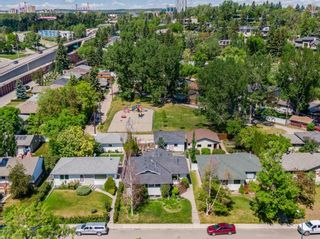 Main Photo: 2408 9 Avenue NW in Calgary: West Hillhurst Detached for sale : MLS®# A1121465
