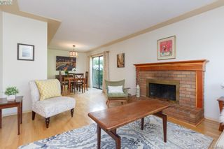 Photo 3: 3024 Cedar Hill Rd in VICTORIA: Vi Oaklands Row/Townhouse for sale (Victoria)  : MLS®# 762094