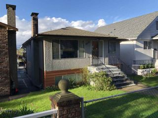 Photo 2: 2839 E 20TH AVENUE in Vancouver: Renfrew Heights House for sale (Vancouver East)  : MLS®# R2366651