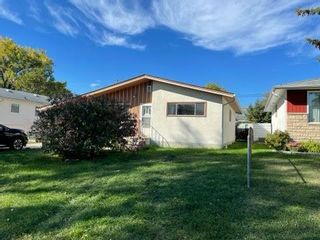 Photo 2: 7 Jogues Road in Winnipeg: Windsor Park Residential for sale (2G)  : MLS®# 202123738