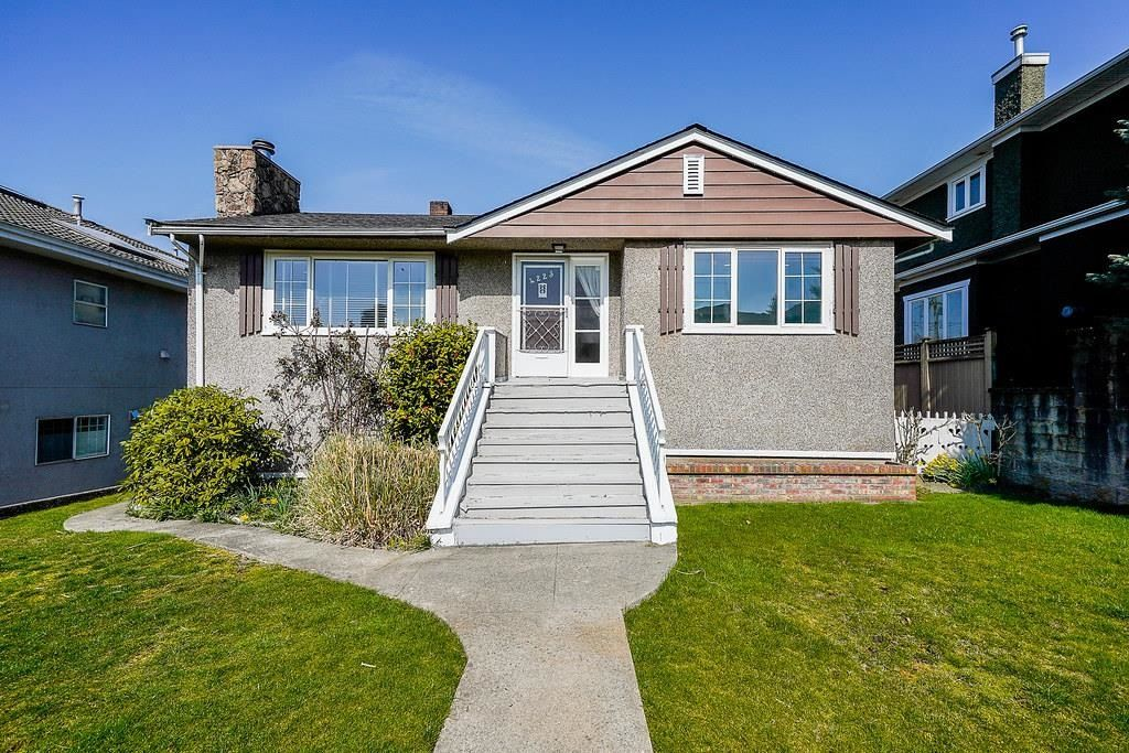 Main Photo: 4223 CHARLES Street in Burnaby: Willingdon Heights House for sale (Burnaby North)  : MLS®# R2606507