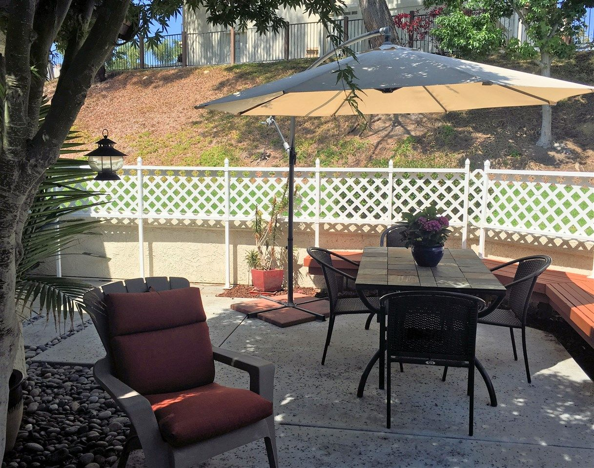 Photo 5: Photos: EAST DEL MAR Townhouse for sale : 2 bedrooms : 12984 Candela Pl in San Diego