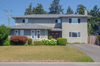 Photo 1: 682 Peto Crt in : SW Glanford House for sale (Saanich West)  : MLS®# 883176