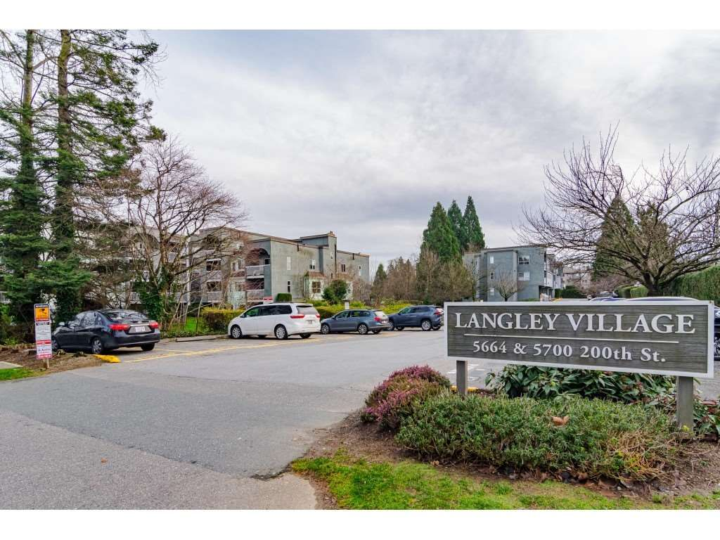 Main Photo: 306 5664 200 STREET in Langley: Langley City Condo for sale : MLS®# R2527382