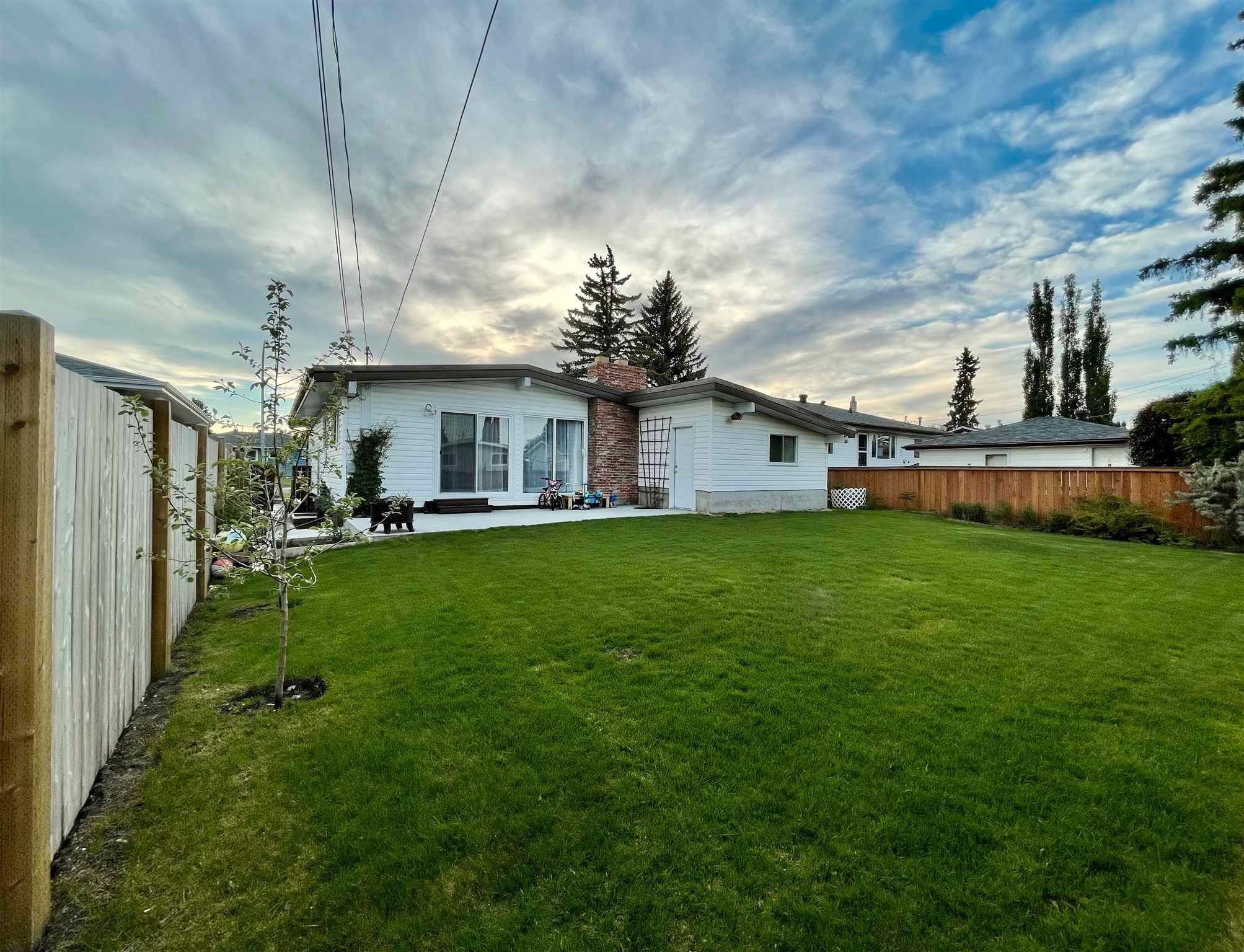 Main Photo: 8907 162 Street in Edmonton: Zone 22 House for sale : MLS®# E4243515