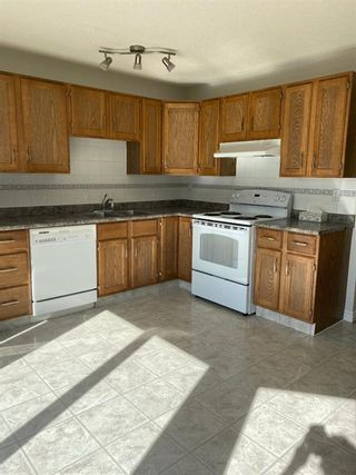 Photo 2: 554 STRATHCONA Drive SW in Calgary: Strathcona Park Semi Detached for sale : MLS®# A1020759