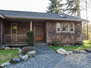 Photo 2: 3699 Burns Rd in COURTENAY: CV Courtenay West House for sale (Comox Valley)  : MLS®# 834832