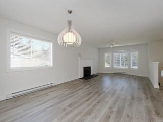 Photo 2: 2667 Myra Pl in : VR Six Mile House for sale (View Royal)  : MLS®# 854283