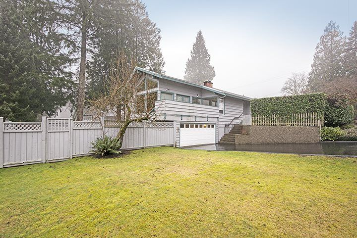 Main Photo: 961 BAYVIEW Square in Coquitlam: Harbour Chines House for sale : MLS®# R2028360