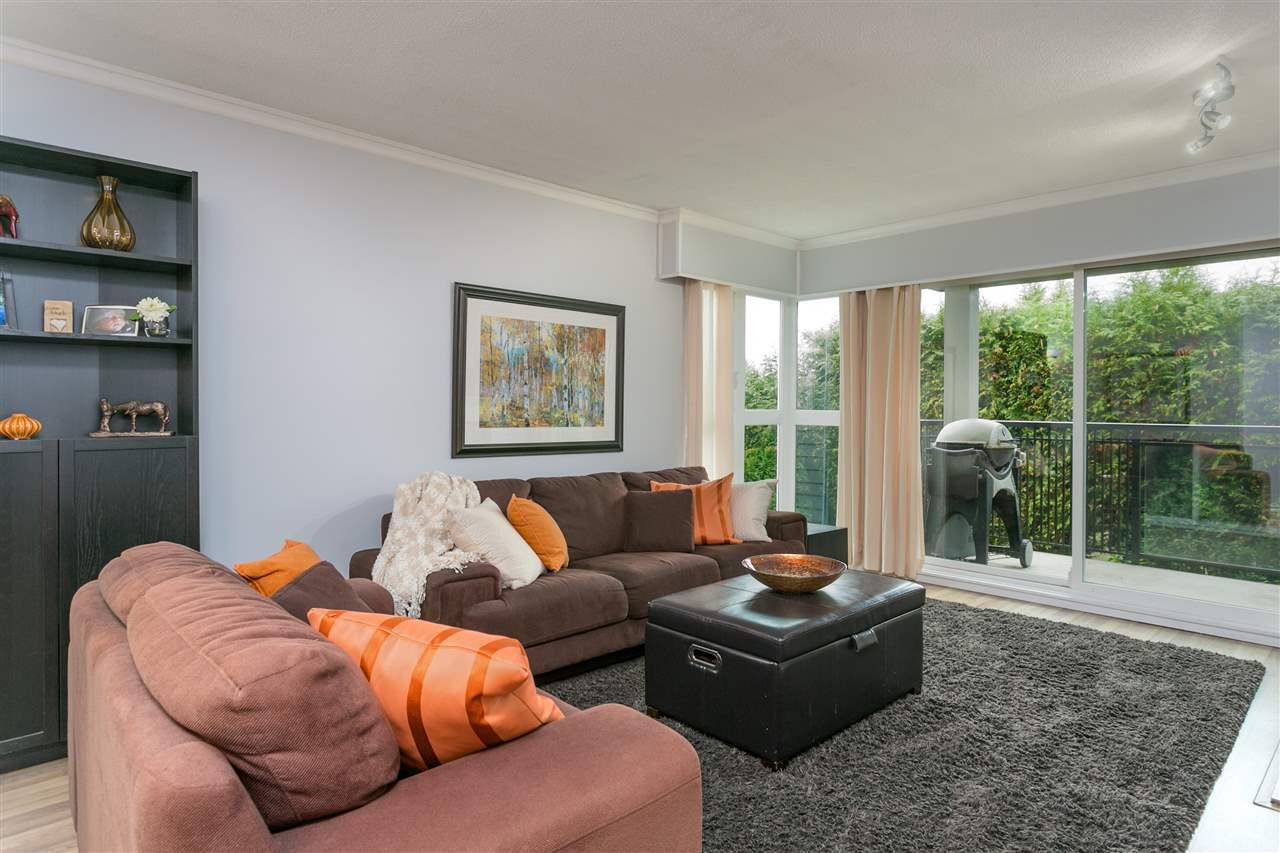 "Main Photo: 201 106 W KINGS Road in North Vancouver: Upper Lonsdale Condo for sale in ""Kings Court"" : MLS®# R2214893"
