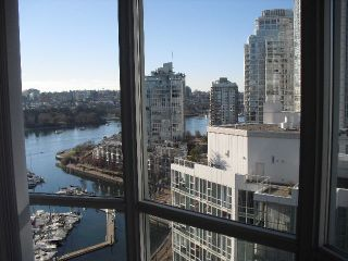 """Photo 1: 2006 1077 MARINASIDE Crescent in Vancouver: Yaletown Condo for sale in """"MARINASIDE RESORT"""" (Vancouver West)  : MLS®# R2074726"""