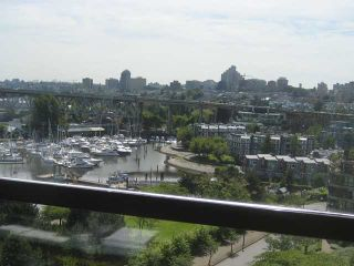 """Photo 3: 910 1450 PENNYFARTHING Drive in Vancouver: False Creek Condo for sale in """"HARBOUR COVE"""" (Vancouver West)  : MLS®# V831435"""