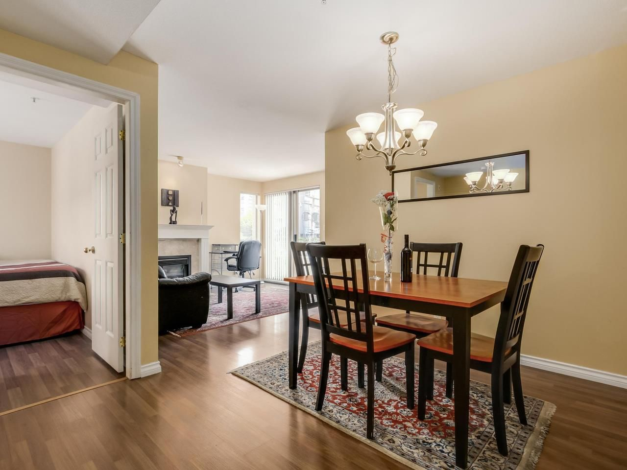 """Photo 2: Photos: 304 137 W 17 Street in North Vancouver: Central Lonsdale Condo for sale in """"Westgate"""" : MLS®# R2075830"""