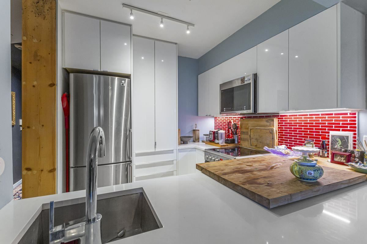 """Main Photo: 108 1615 FRANCES Street in Vancouver: Hastings Condo for sale in """"Frances Manor"""" (Vancouver East)  : MLS®# R2580927"""