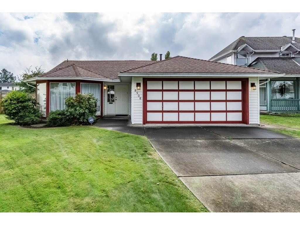 """Main Photo: 8508 121 Street in Surrey: Queen Mary Park Surrey House for sale in """"JANIS PARK"""" : MLS®# R2113584"""