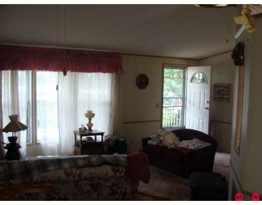 """Photo 3: Photos: 123 8234 134TH Street in Surrey: Queen Mary Park Surrey Manufactured Home for sale in """"SQUIRE GATE"""" : MLS®# F2903472"""