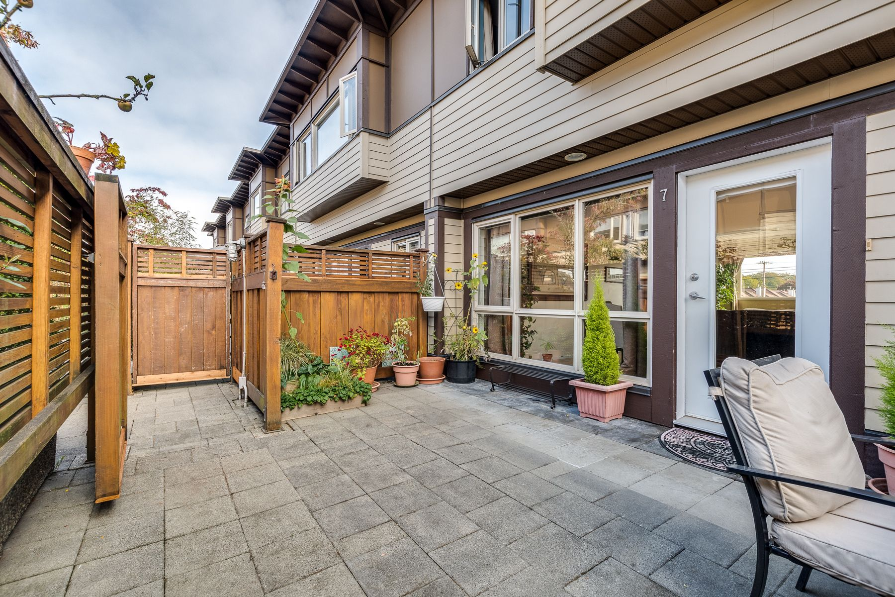Photo 4: Photos: 7-2389 Charles St in Vancouver: Grandview Woodland Townhouse for sale (Vancouver East)