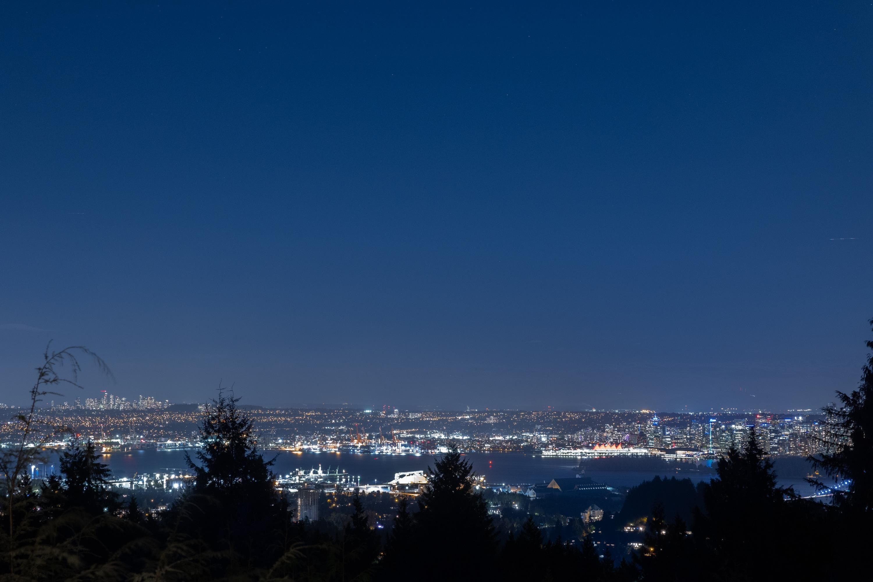 Main Photo: 1376 BURNSIDE Road in West Vancouver: Chartwell House for sale : MLS®# R2620054