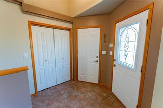 Photo 3: 70 Henry Dormer Drive in Winnipeg: Island Lakes Residential for sale (2J)  : MLS®# 202023677