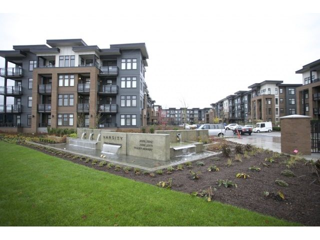 """Main Photo: 210 20068 FRASER Highway in Langley: Langley City Condo for sale in """"VARSITY"""" : MLS®# R2016065"""