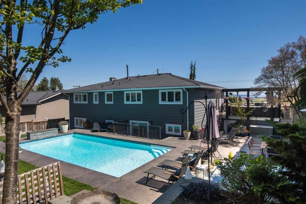 "Main Photo: 377 55 Street in Delta: Pebble Hill House for sale in ""PEBBLE HILL"" (Tsawwassen)  : MLS®# R2571918"