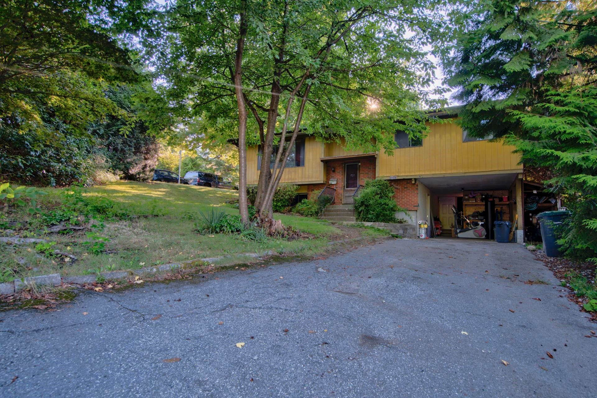 Main Photo: 3170 CAPSTAN Crescent in Coquitlam: Ranch Park House for sale : MLS®# R2617075